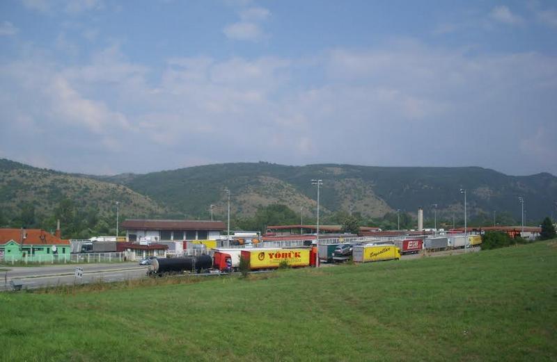 Srpski turisti javljaju da čekaju red od 8 kilometara na bugarskoj granici, testiraju sve bez izuzetka