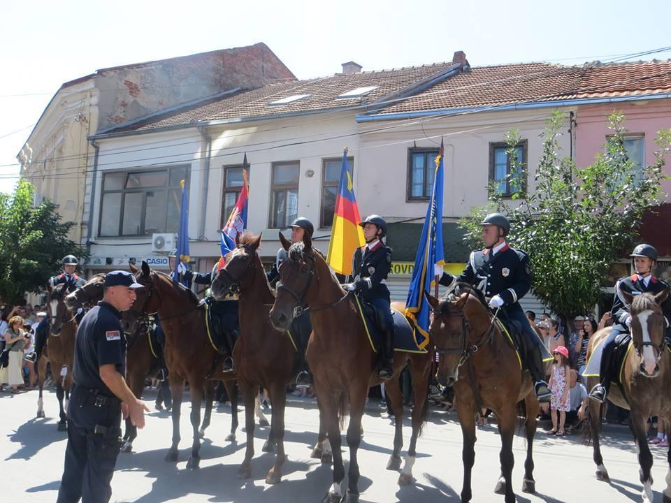 Policija na konjima – parada u Vranju (VIDEO)