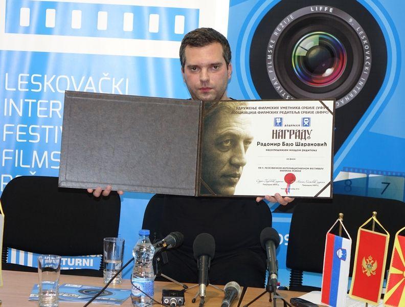 LESKOVAC06_Kosta Pesevski_Clan zirija za nagrdau najboljem mladom reditelju_FOTO M Ivanovic