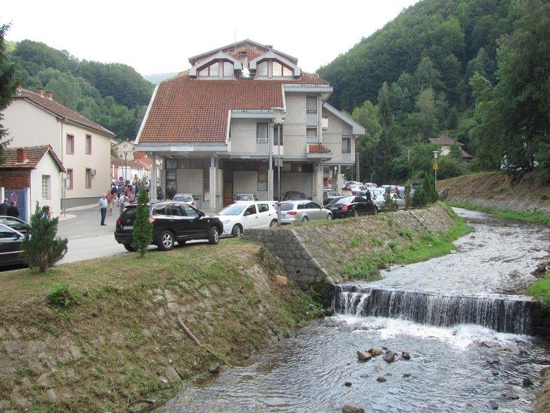 U Crnoj Travi vanredna situacija, kiša odnela puteve