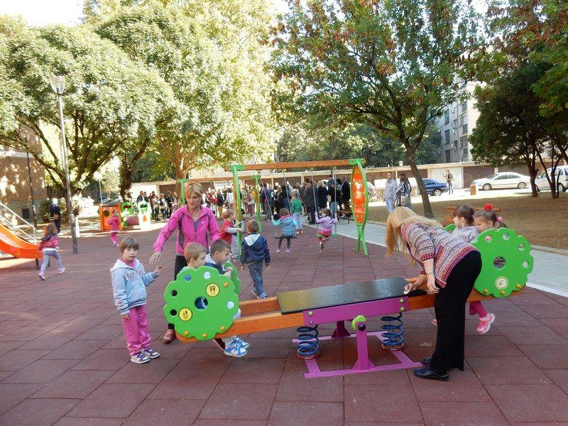 Mališani u centru grada dobili novo igralište