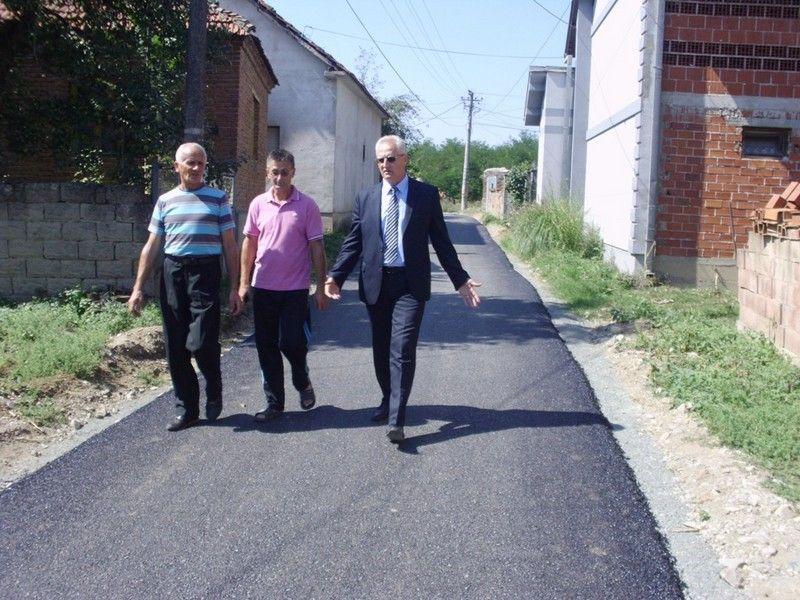 UU Konopnici se asfaltirana ulica, priprema rekonstrukcija Doma kulture i ograda oko igrališta