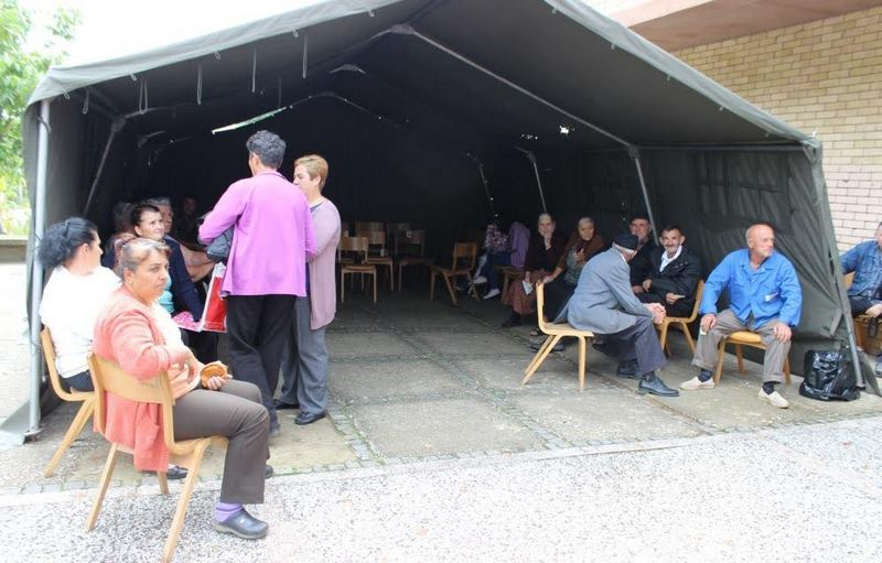 Vojni lekari iz Ohaja leče civile u selima kod Vranja