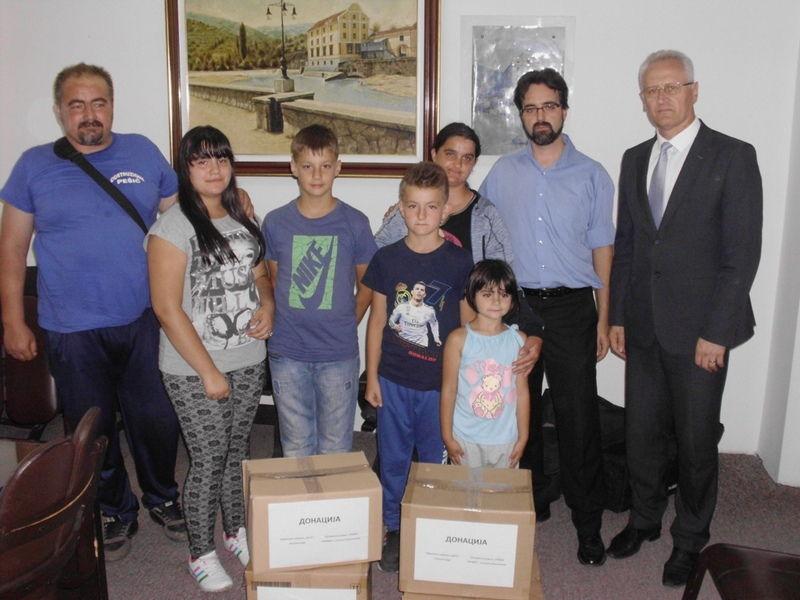 Pomoć za petoro dece porodice Stojiljković iz Jakovljeva