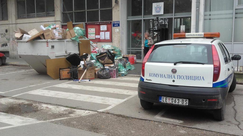 RADNA SUBOTA Činovnici čistili svoje kancelarije
