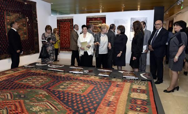 Pirotski ćilimi izloženi u Bakuu