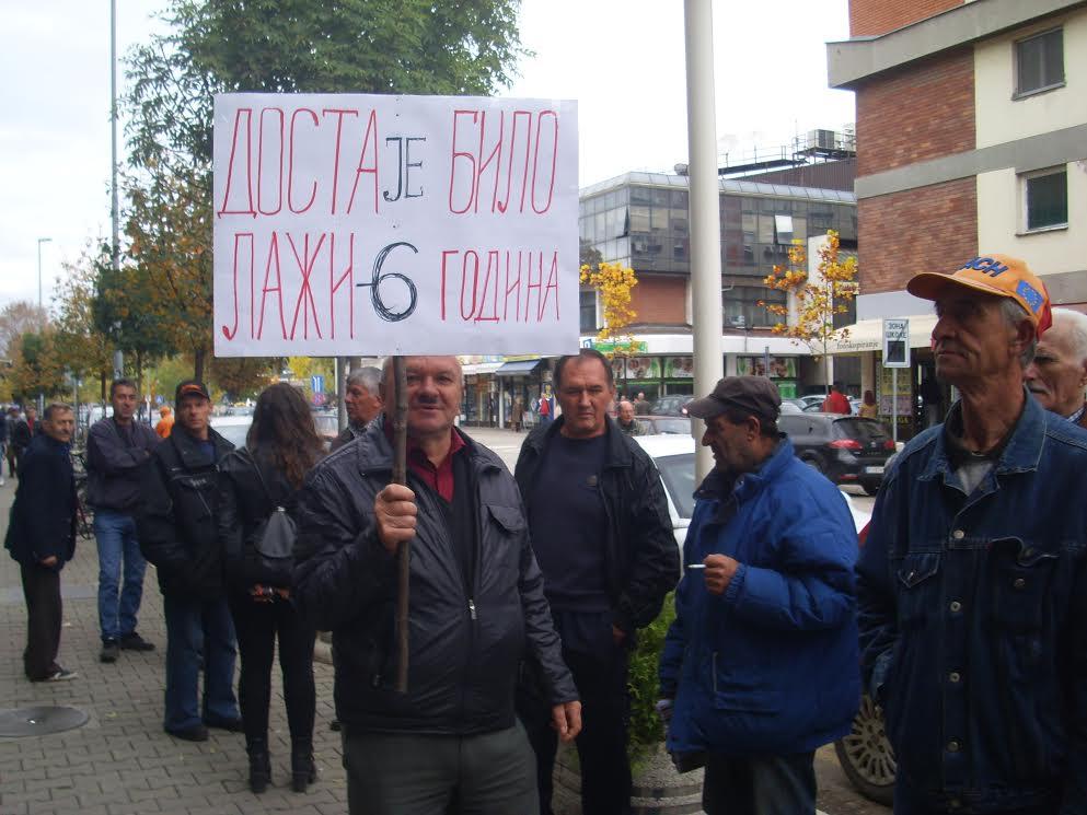 PROTEST ISPRED GRADSKE KUĆE Traže obećano asfaltiranje puta
