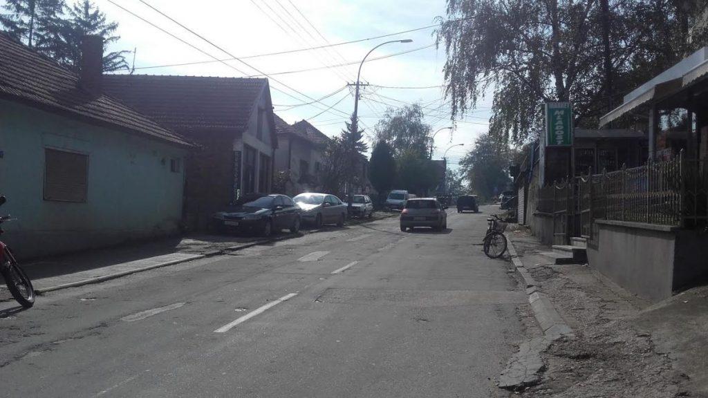 Teraju građane da sklone svoje automobile sa trase gde prolazi Vučić 5 dana ranije