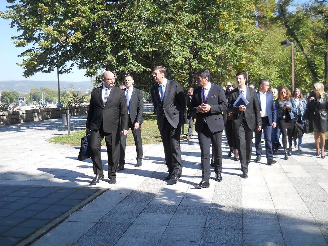 Vučić razgovara sa građanima u Domu Vojske