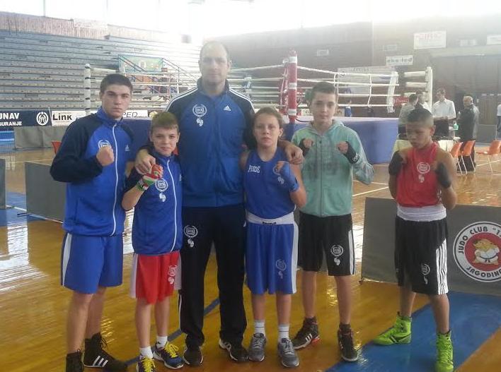 Zlatni vlasotinački bokseri