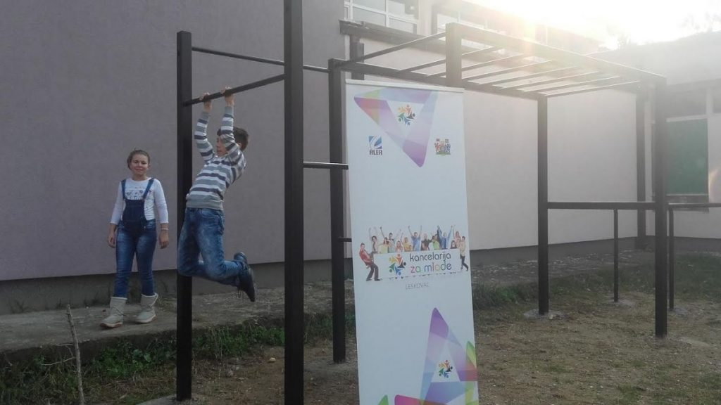 Mladi napravili park za vežnbanje u školskom dvorištu
