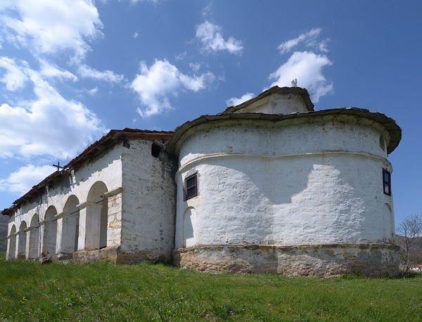 Odron kod manastira u Mrtvici