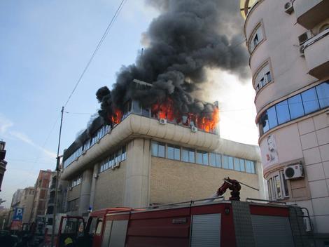 Zgrada Elektrodistribucije izgorela jer je neko ZAPALIO KONTEJNER