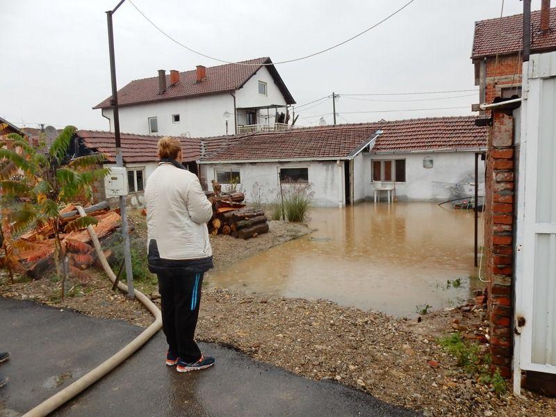 Ako ste poplavljeni ili preti opasnost od poplave, zovite 016 200817