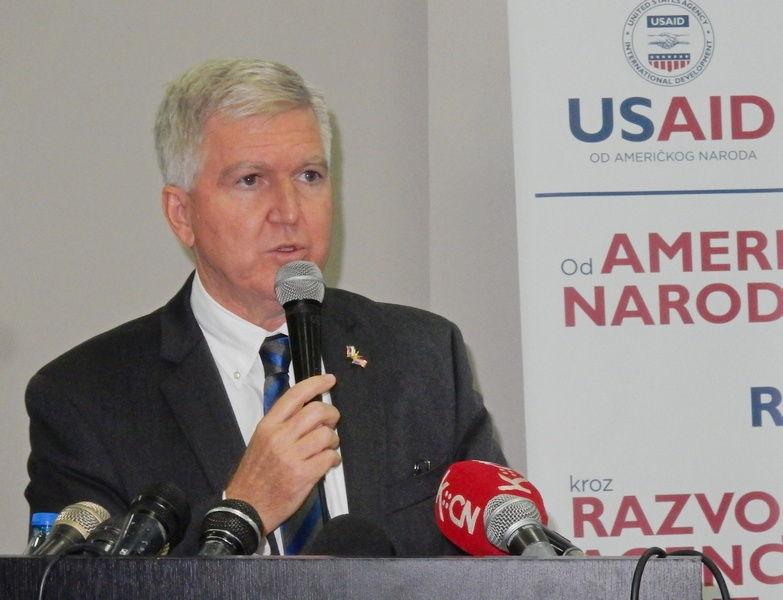 Američki ambasador Skot:  U Srbiji sve više mitova o SAD