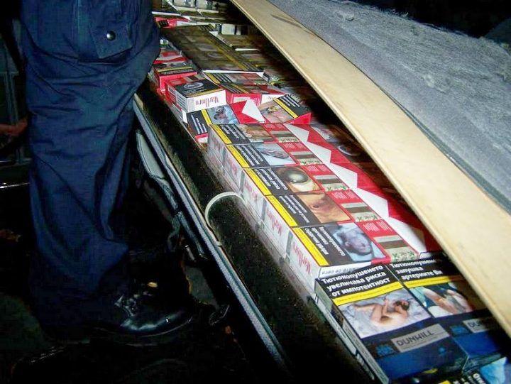 Sedišta kombija ispunjena skupim cigaretama