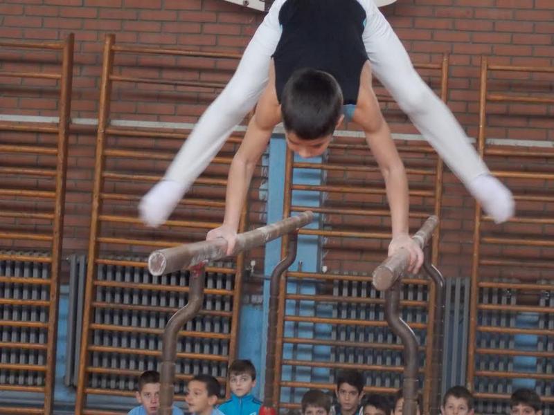 Niz talentovanih gimnastičarki i gimnastičara