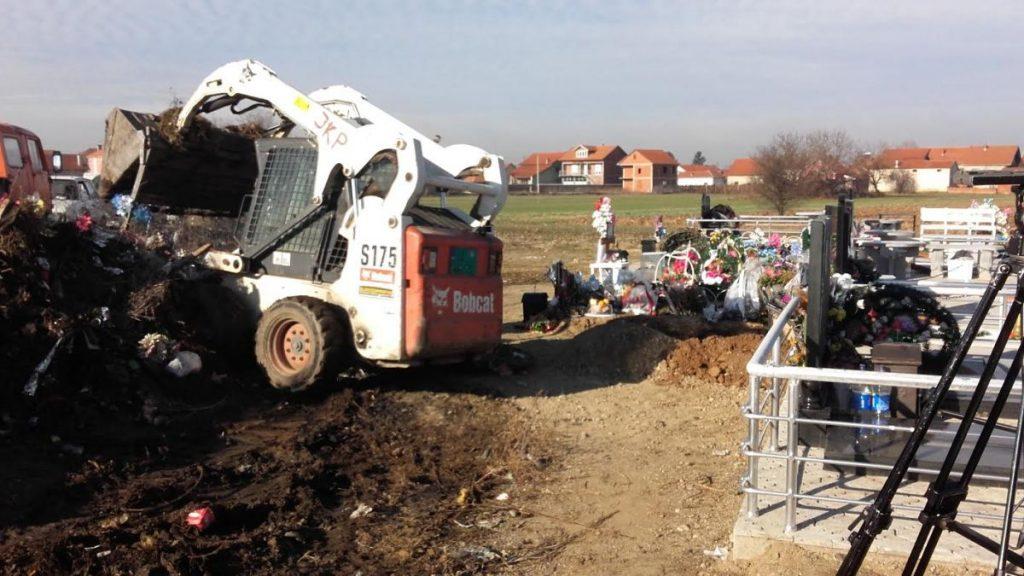 Napravili divlju deponiju na svom groblju