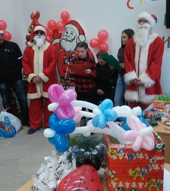 Deca na Novogodišnjem vašaru prodavala svoje ručne radove