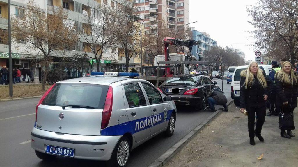 """NESVAKIDAŠNJE Pauk pokupio novi """"Mercedes"""" (FOTO VEST)"""