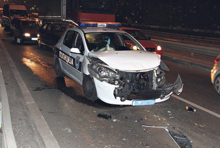 BRUKA U PROKUPLJU: Pijani policajci se sudarili i pobegli!