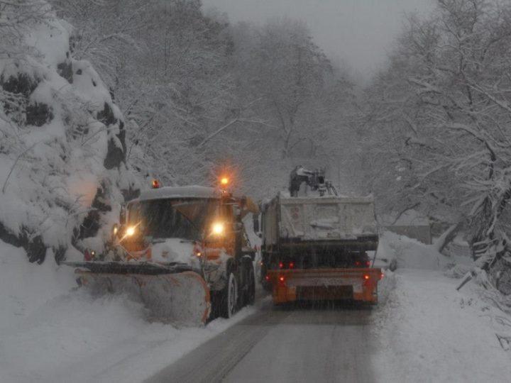 Očišćeno 90 posto puteva u Leskovcu, problemi u planinskim krajevima