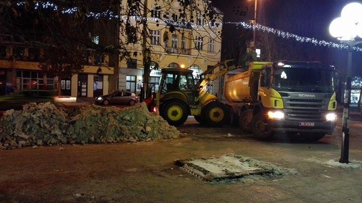 Velika noćna akcija čišćenja zaostalog snega u Leskovcu