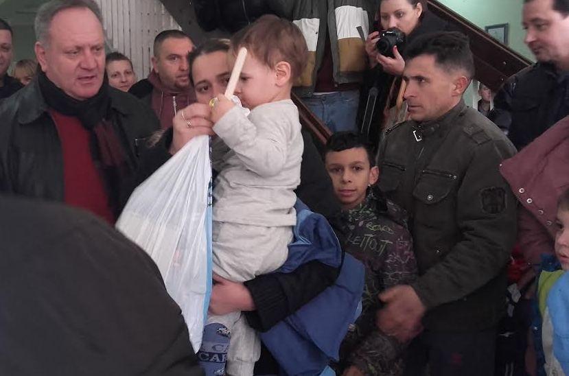 Darivali 200 paketića prehlađenoj deci u Dečjem dispanzeru