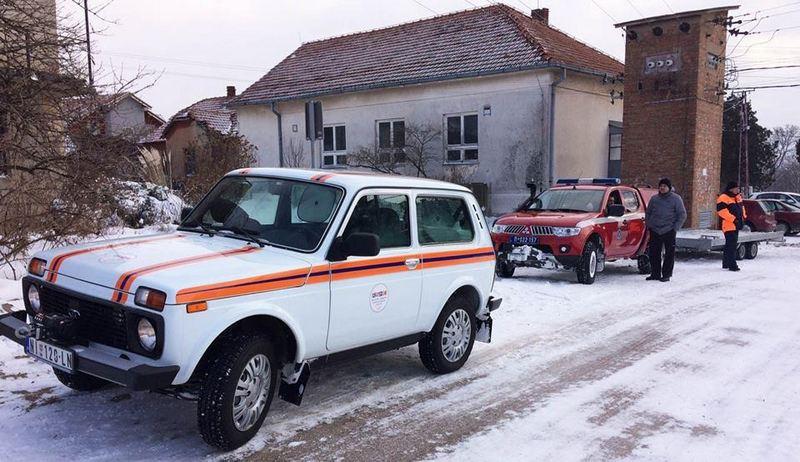 Rusi s Nišlijama čiste sneg i spasavaju zavejane