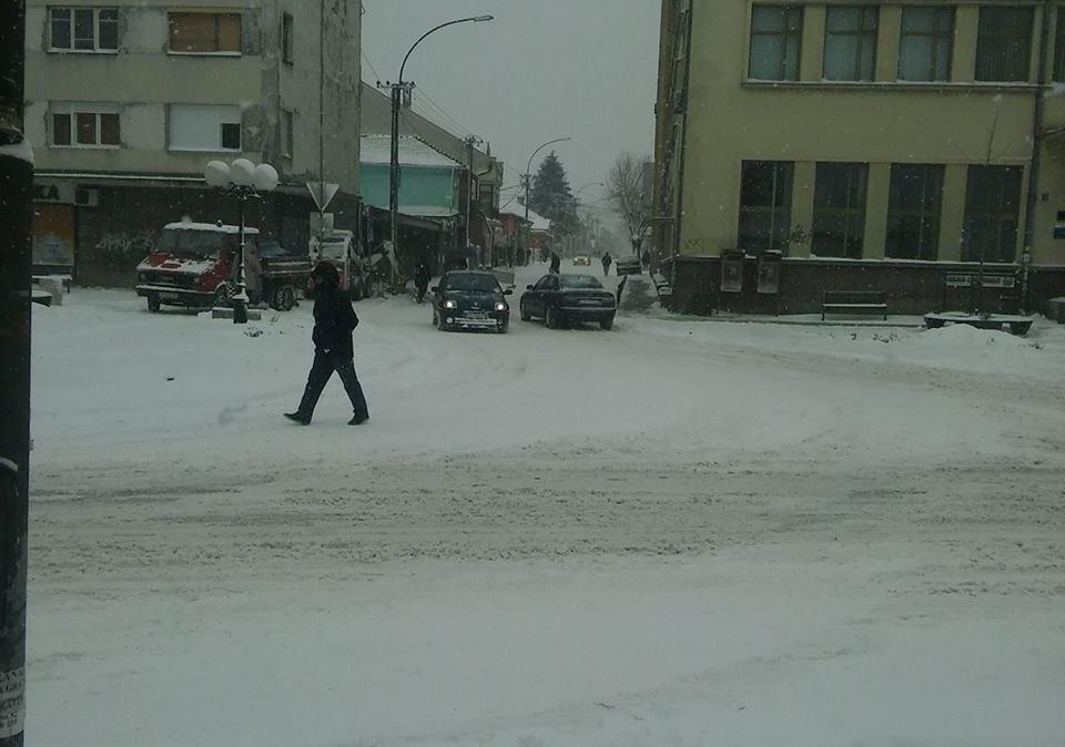 Toliko veje da je nepobediv – Snežni smetovi kod Donje Lokošnice (FOTO)
