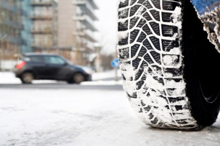 Ukoliko do sutra ne stavite zimske gume možete platiti kaznu i do 800.000 dinara