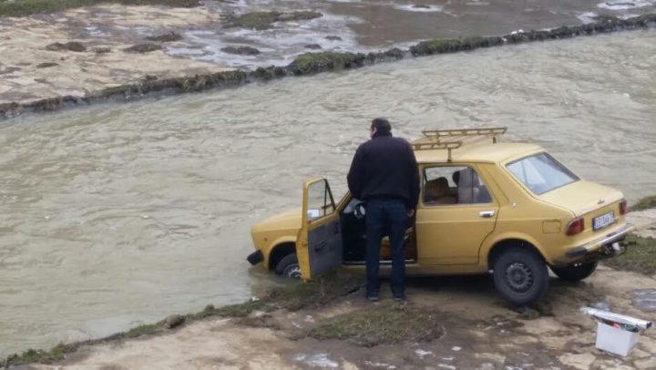 JUTARNJA MUKA Kako izvući auto iz Veternice?