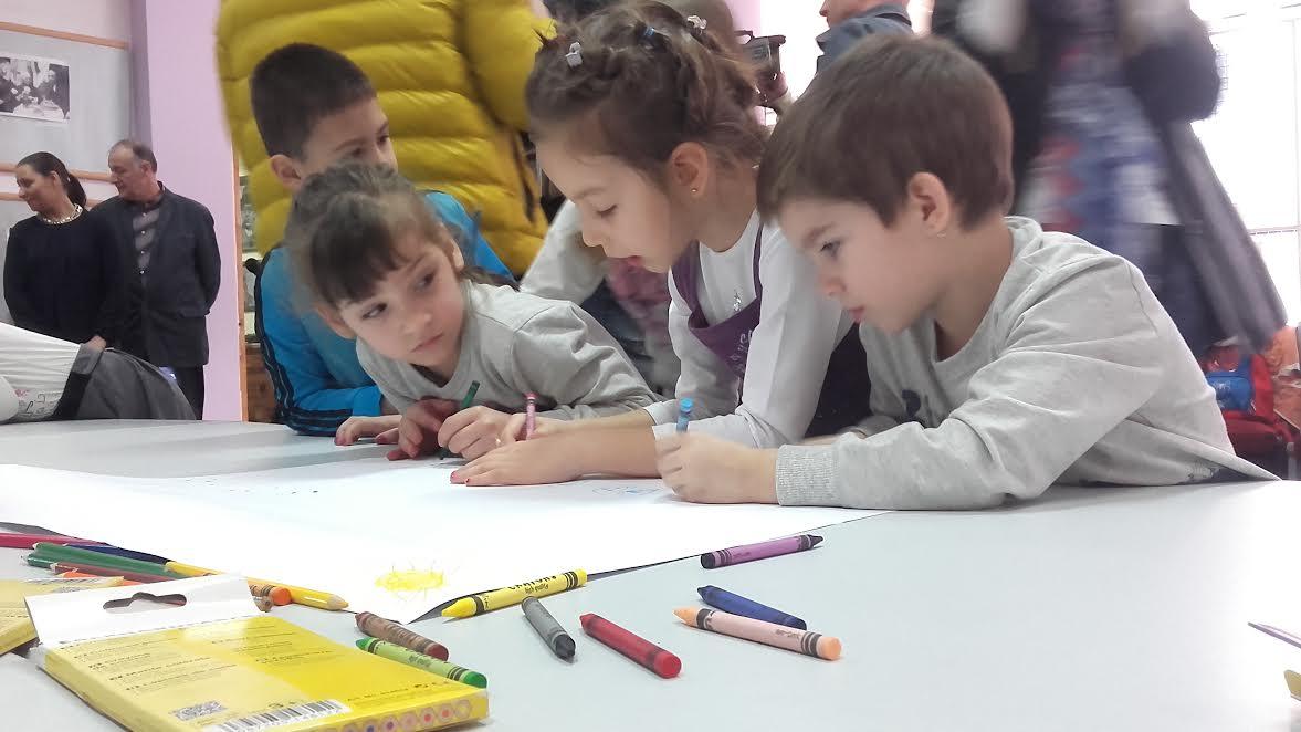 Deca oslikala vedrinu knjige