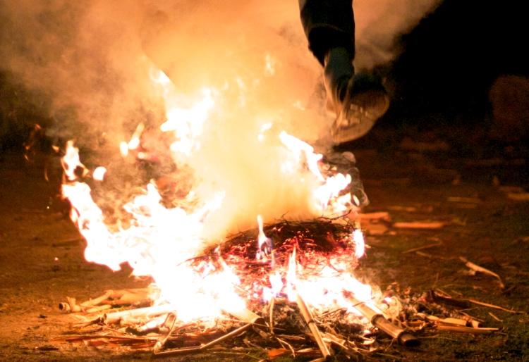 Večeras je Karaveštica, da li ćete da preskačete vatru?