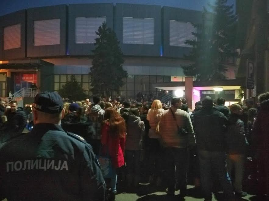 "Krivične prijave za falsikovane karte, regularna publika ostala ispred ""Čaira"" (VIDEO)"