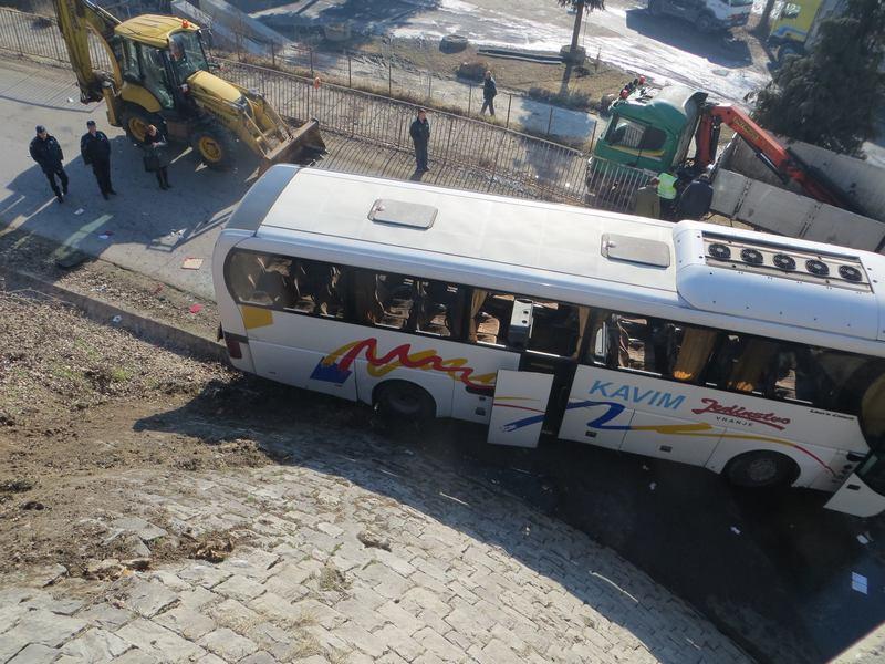 Sleteo autobus sa 40 putnika, ima povređenih (FOTO)