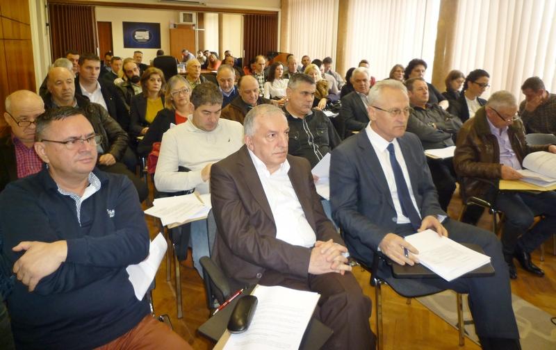 Opština sa 27 miliona subvencioniše Vodovod i Komunalac (VIDEO)