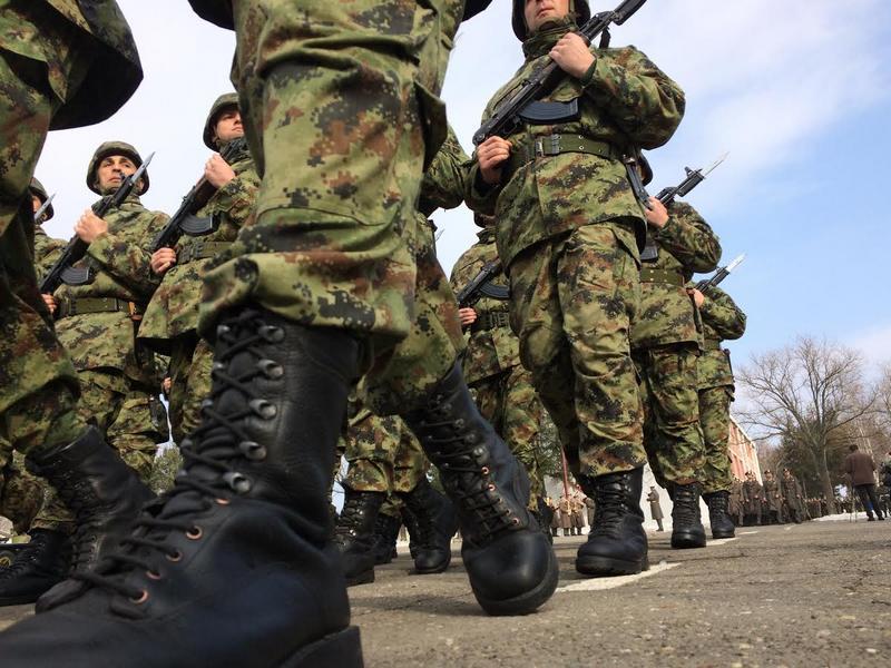 Vojska zapošljava vozača, radio-relejca i strelca u Leskovcu