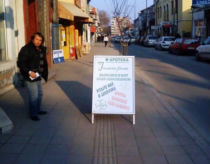 SRAMOTA Kad apotekari zbog reklame slepima prepreče put (FOTO VEST)
