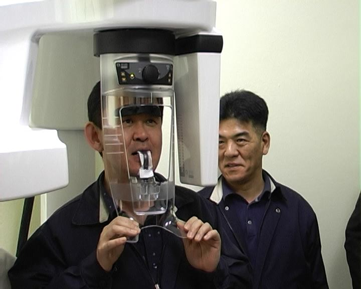 """Predstavnici """"Jure"""" prvi snimili zube na novom aparatu u Domu zdravlja"""