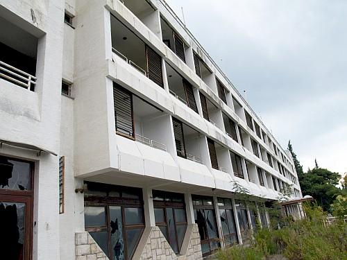 Leskovačke vile na hrvatskom primorju zarobljene čekaju neke bolje dane