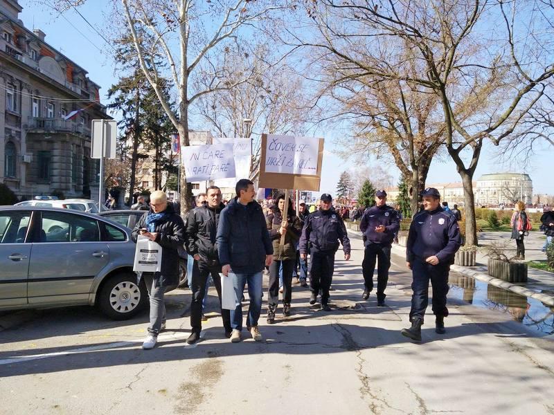 Radnici – jedni protestovali, drugi šetali