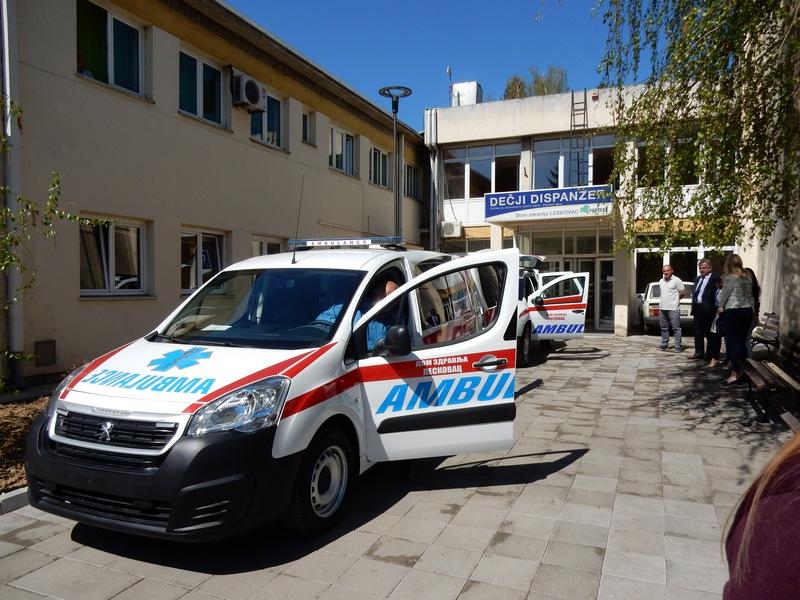 Dva automobila hitnoj pomoći, 10 stolica stomatologiji