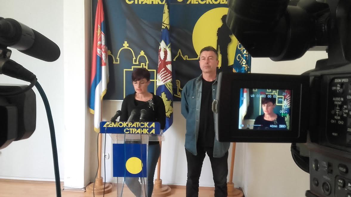 DS: Gradski funkcioneri Vučićevu kampanju finansirali novcem svih Leskovčana?