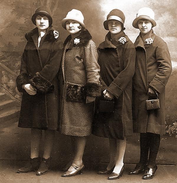 Šeširi po poslednjoj pariskoj modi, odela od engleskog štofa
