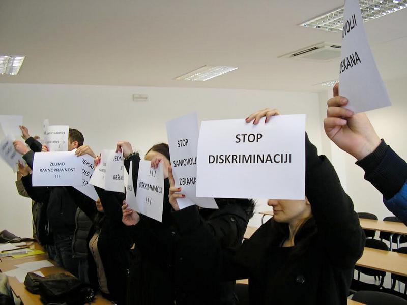 Protest studenata na svečanoj dodeli diploma