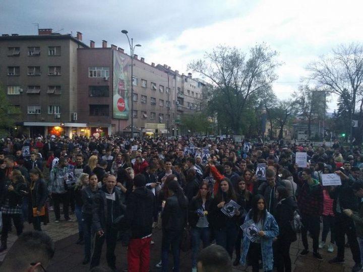 Novi protest u Nišu, na ulicama nekoliko hiljada studenata (VIDEO)