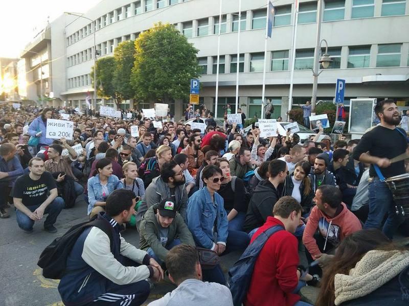 Nišlije ne posustaju, protesti osmo veče zaredom (VIDEO)