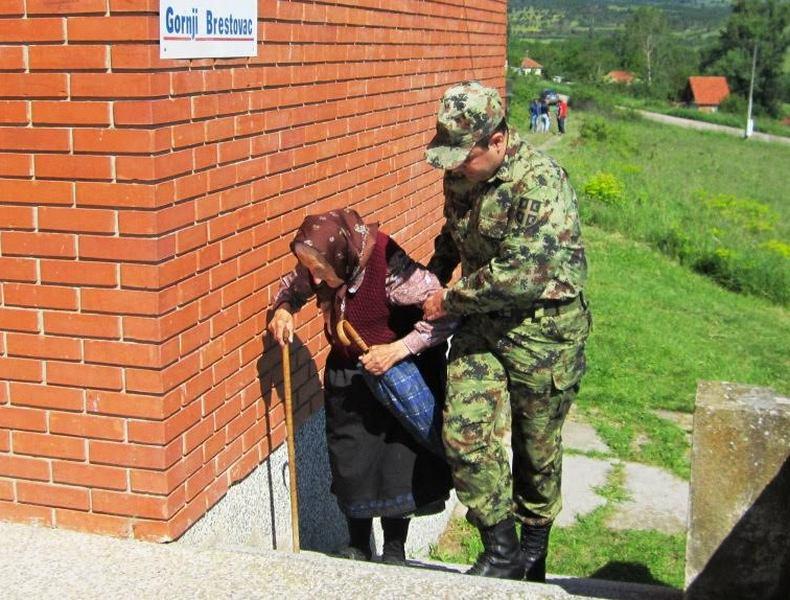 Vojni lekari merili pritisak i šećer u Gornjem Brestovcu