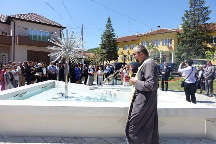 Otvorena i osveštana fontana u Medveđi (VIDEO)